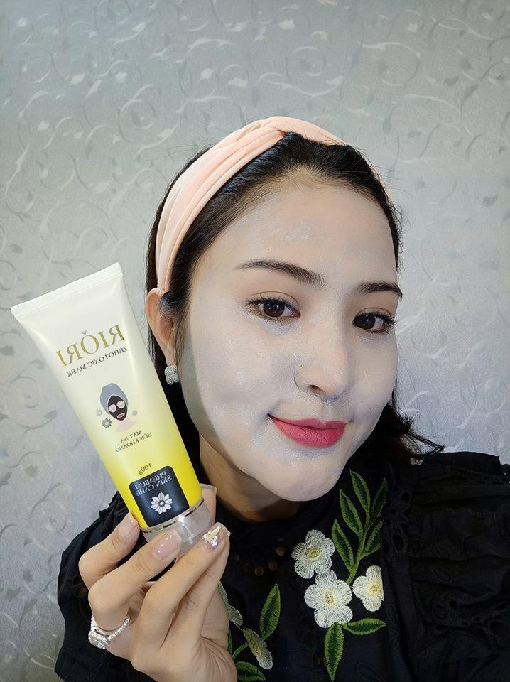 sử dụng mặt nạ thải độc riori
