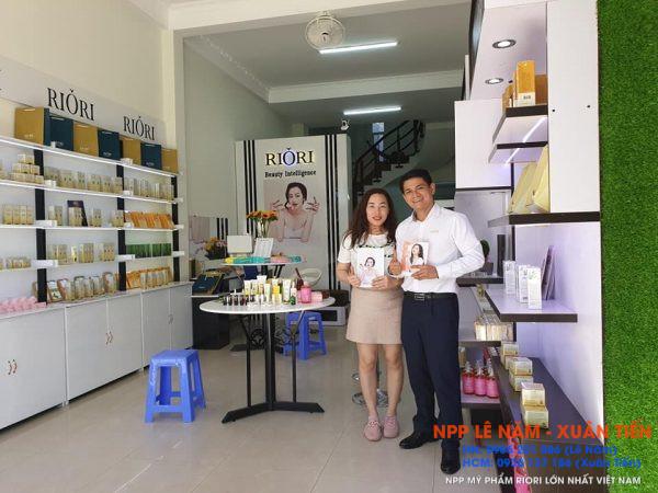 Khai truong Showroom my pham Riori Kon Tum 1