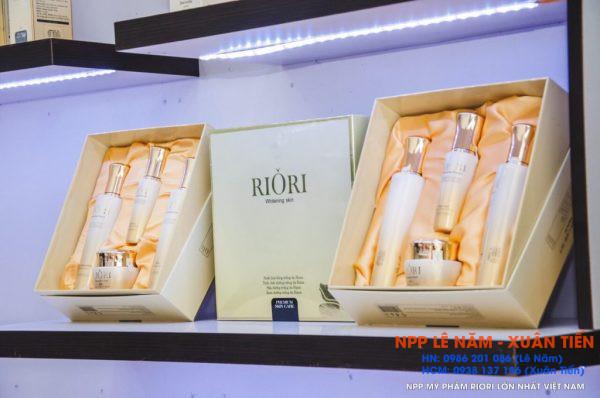 Khai truong Showroom my pham Riori Kon Tum