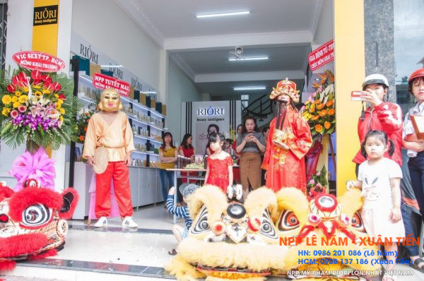 Khai truong Showroom my pham Riori Kon Tum 11