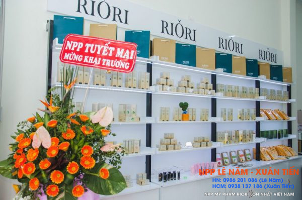 Khai truong Showroom my pham Riori Kon Tum 9